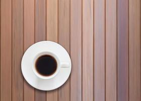 Vista superior de una taza de café sobre fondo de madera