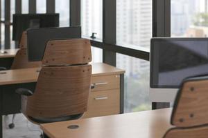 mesas y escritorios de oficina de madera foto