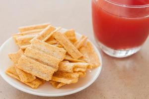 Snack on a plate with fruit punch