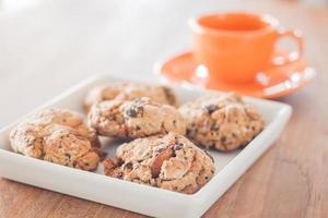 galletas de nueces mixtas con una taza de espresso foto
