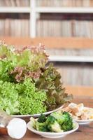lechuga con otras verduras foto