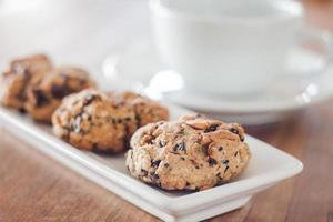 Close-up de galletas saludables con una taza de café foto