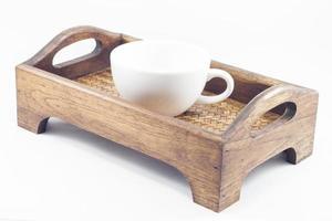 taza de café en una bandeja de madera foto