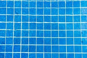 agua rasgada en la piscina