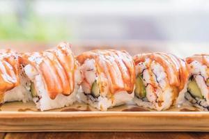 Salmon maki with teriyaki sauce