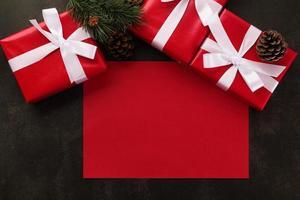 maqueta de tarjeta de felicitación roja en blanco