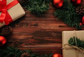 decoración de navidad en el fondo de la mesa de madera foto
