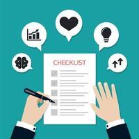 El empresario marca elementos en un formulario de lista de verificación