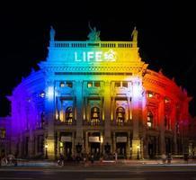 luces multicolores en el edificio foto