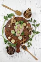 filete de pescado de caballa y especias para cocinar en plano