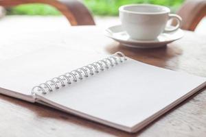 cuaderno con una taza de cafe