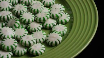 Tiro giratorio de caramelos duros de menta verde - Candy spearmint 047 video