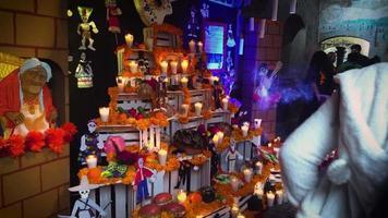 offrande mexicaine du jour des morts dans un musée 7565