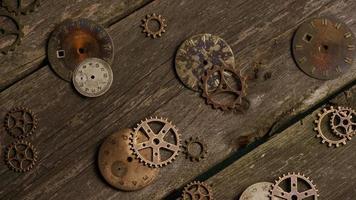 Imágenes de archivo giratorias tomadas de caras de relojes antiguas y desgastadas - caras de relojes 055 video