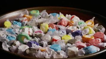 rotierender Schuss von Salzwasser Taffies - Candy Taffy 019