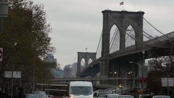 ponte e tráfego de brooklyn