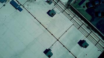 vista aérea do telhado de um antigo shopping center