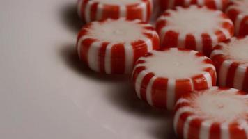 tiro giratorio de caramelos de menta - caramelo de menta 036 video