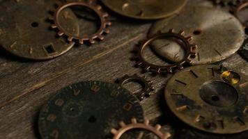 Imágenes de archivo giratorias tomadas de caras de relojes antiguas y desgastadas: caras de relojes 108