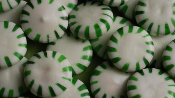 Tiro giratorio de caramelos duros de menta verde - Candy spearmint 043 video