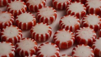 Tir rotatif de bonbons à la menthe poivrée - bonbons à la menthe poivrée 028