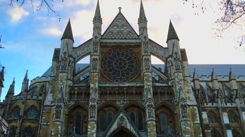 Frente a la abadía de Westminster en Londres, Inglaterra 4k