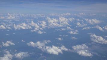 imagens aéreas de céu nublado 4k