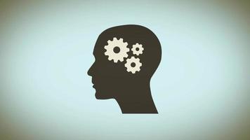 ingranaggi del cervello all'interno della silhouette della testa della donna
