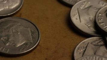 Tournage de séquences d'archives de dix cents américains (pièce de monnaie - 0,10 $) - argent 0214