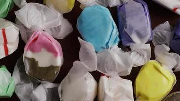 colpo rotante di taffies di acqua salata - candy taffy 005