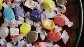 colpo rotante di taffies di acqua salata - candy taffy 004