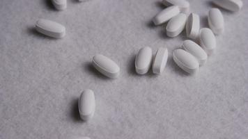 Imágenes de archivo giratorias tomadas de vitaminas y píldoras - vitaminas 0044 video