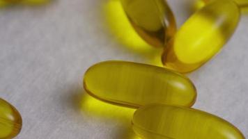 Imágenes de archivo giratorias tomadas de vitaminas y píldoras - vitaminas 0137 video