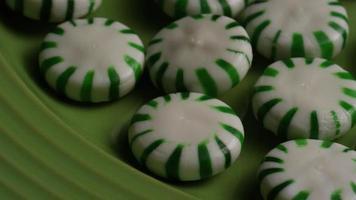 Tiro giratorio de caramelos duros de menta verde - Candy spearmint 030 video