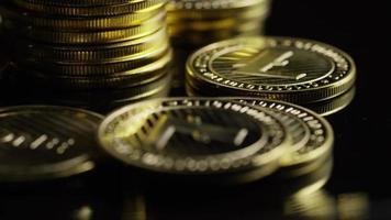 roterende opname van bitcoins (digitale cryptocurrency) - bitcoin litecoin 358