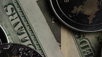 rotierende Aufnahme von Bitcoins (digitale Kryptowährung) - Bitcoin Ripple 0300