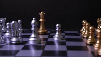 mouvement des pièces d'échecs sur la table video