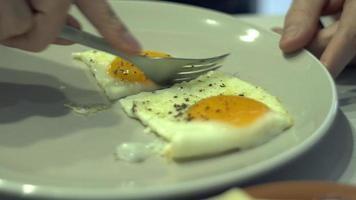 huevos con el lado soleado