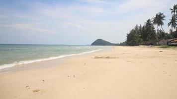 lindo mar e céu azul no mar de andaman, Tailândia
