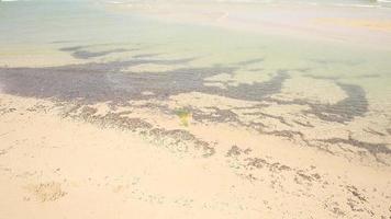 Hermoso mar y cielo azul en el mar de Andaman, Tailandia