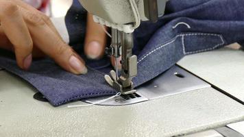 werkende naaimachine