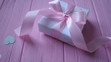 cajita de regalo blanca con cinta