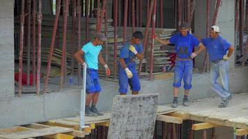construction comers levage matériel 4k vidéo stock