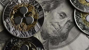 rotierende Aufnahme von Bitcoins (digitale Kryptowährung) - Bitcoin Ripple 0225