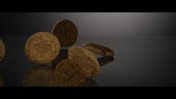 cayendo galletas desde arriba sobre una superficie reflectante - galletas 246