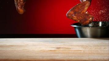 Grill geworfen und hüpfend in Ultra-Zeitlupe (1.500 fps) mit aromatischen Gewürzen - Grill-Phantom 044