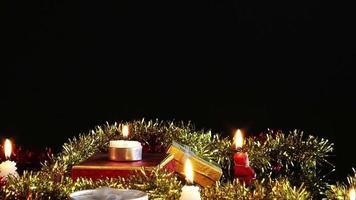 velas de celebração e caixa de presente e ornamentais video