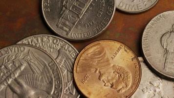 rotação de imagens de estoque de moedas monetárias americanas - dinheiro 0290 video
