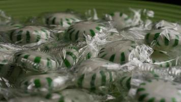 Tiro giratorio de caramelos duros de menta verde - Candy spearmint 016 video