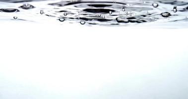 druppels water, zwevende bellen